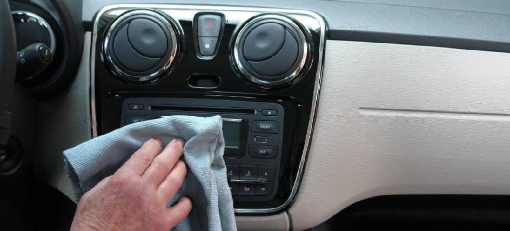 Unangenehmer Geruch im Auto – Was tun?
